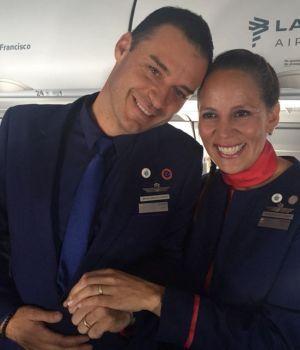 Francisco casó a dos tripulantes en pleno vuelo