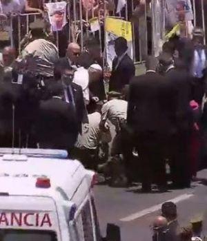 Francisco saltó del Papamóvil para socorrer a un herido