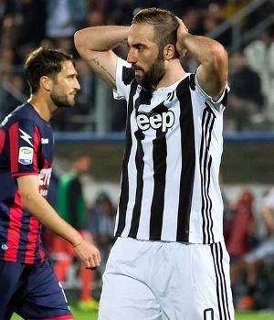 Juventus empató con Crotone y Napoli acortó la distancia