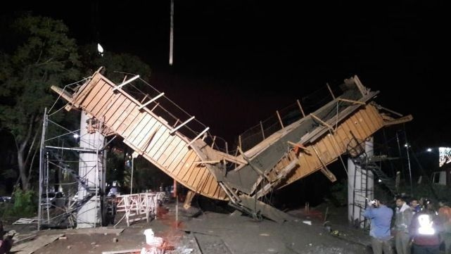 Se derrumbó obrador sobre las vías del San Martín: 4 heridos y demoras