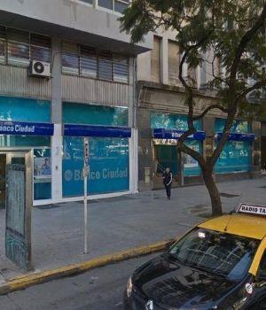 Simularon una pelea de borrachos y robaron un banco en Monserrat