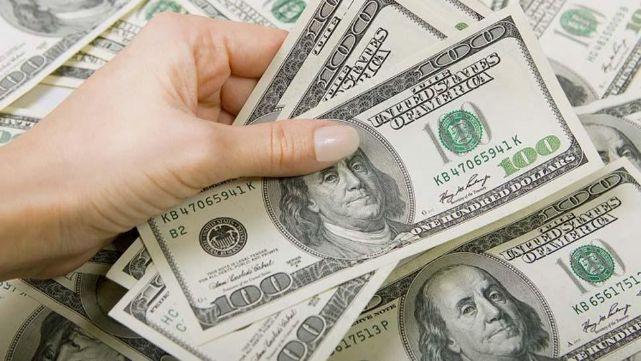 Tras la salida de Caputo al frente del Central, el dólar subió varios centavos