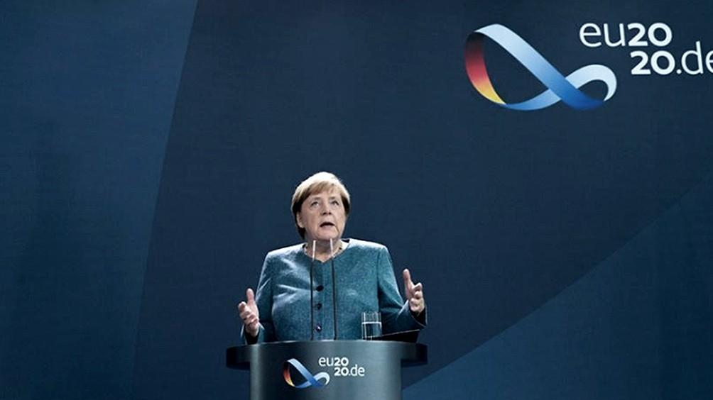 El partido de Merkel elige presidente en una votación clave para la sucesión de la canciller alemana