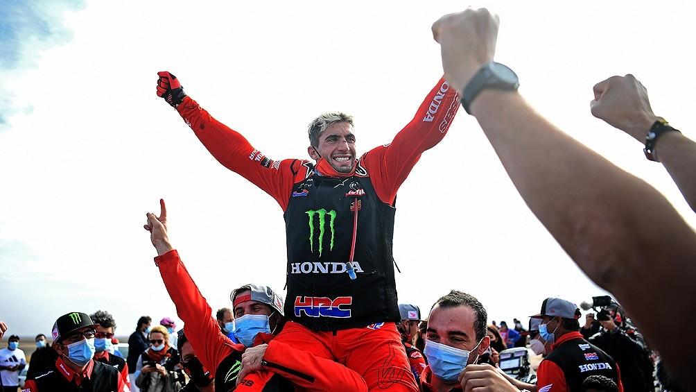 Benavides, campeón del Dakar, recibió una gran bienvenida del pueblo salteño
