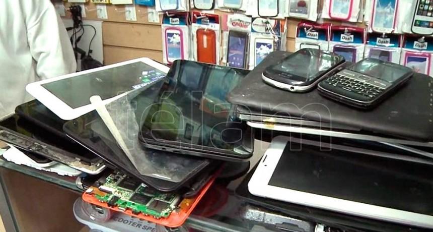 Secuestraron 225 celulares denunciados como robados y detuvieron a cuatro hombres en Once