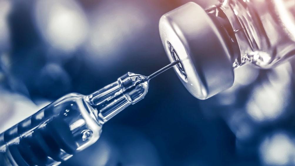 Una dosis de la vacuna de Pfizer y AstraZneca reduciría cerca del 80% la hospitalizacion