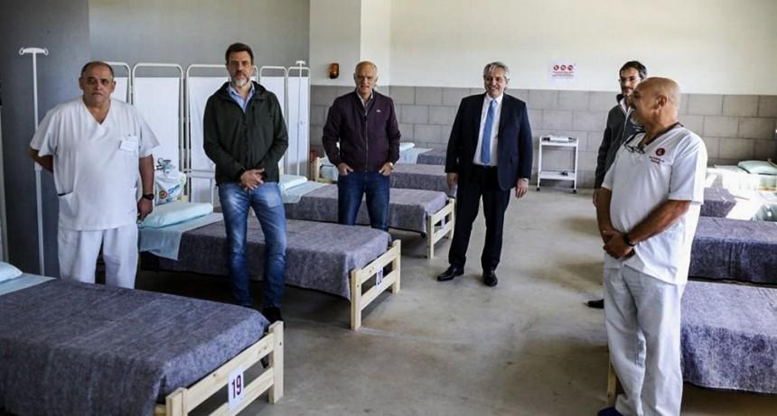 Alberto Fernández recorrió un hospital de campaña en Lanús