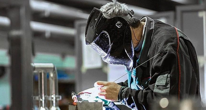 Planean un recorte a los subsidios a trabajadores cesanteados por la pandemia