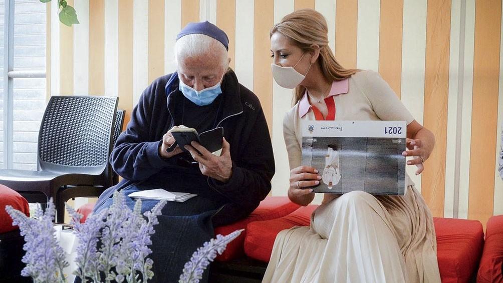 La primera dama se reunió con la sobrina de una de las monjas francesas desaparecidas