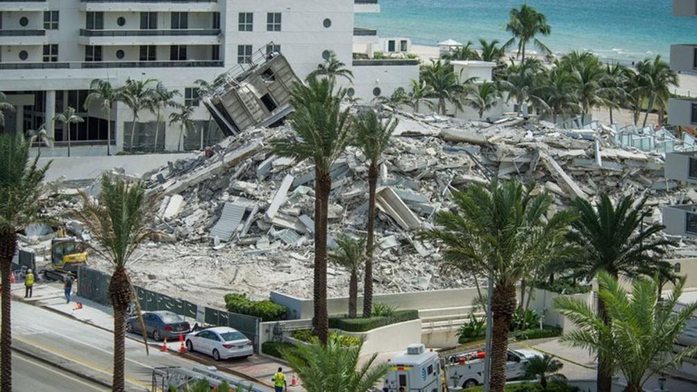 Son  99 las personas desaparecidas en el derrumbe de un inmenso edificio en Miami