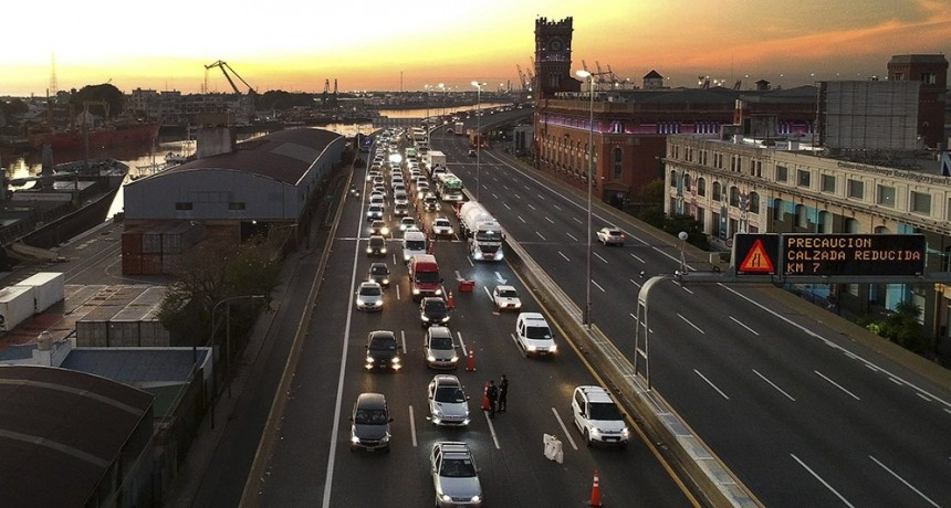 Descendió un 17% el tránsito en autopistas y 8% en avenidas porteñas