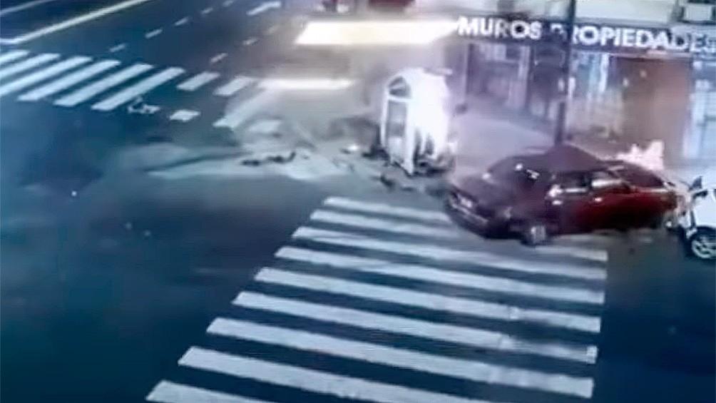 Un auto cruzó en rojo y mató a una mujer: el conductor huyó, pero luego se presentó a la comisaría