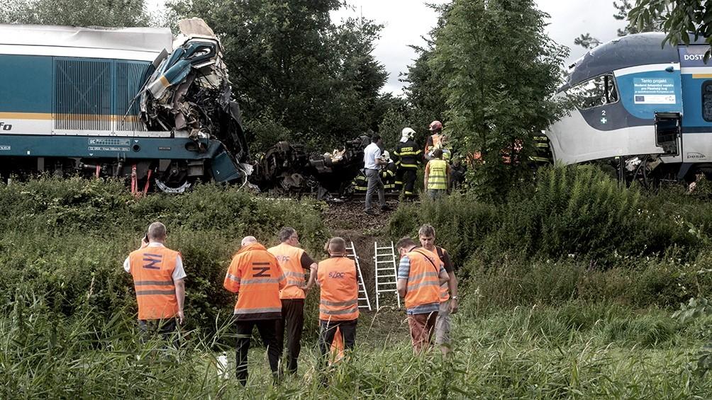 República Checa: tres muertos y decenas de heridos en un choque de trenes