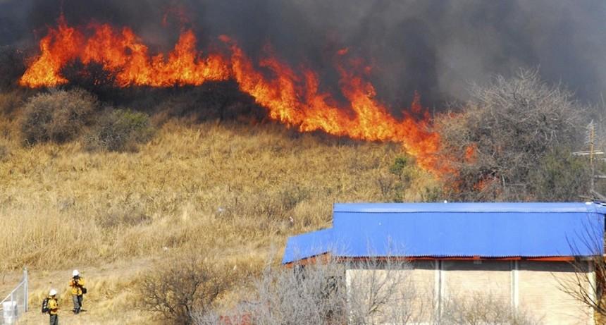 Hay focos de incendio en al menos doce provincias