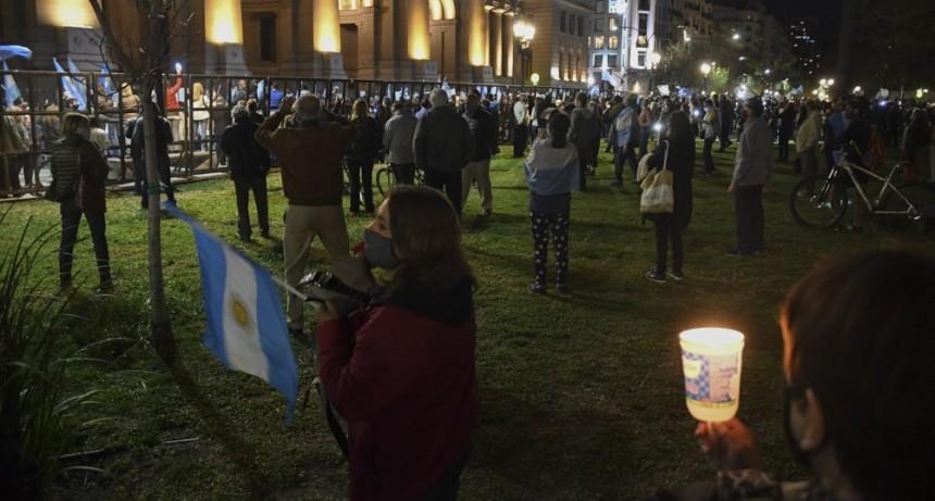 Protesta frente a Tribunales por la