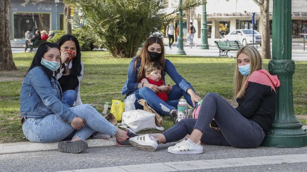 Con barbijos, alcohol en gel y al aire libre, estudiantes de todo el país festejan su día