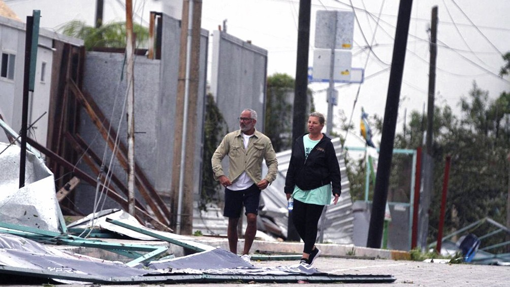 Al menos dos muertos y miles de personas sin luz tras el paso del huracán Zeta