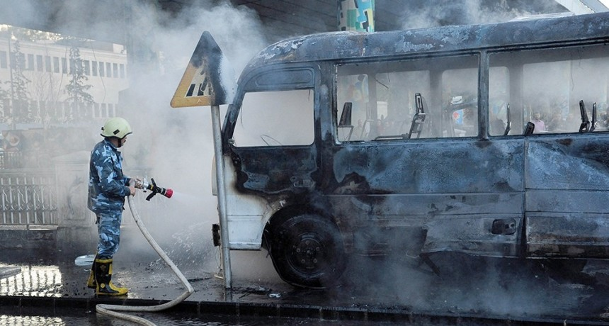 Murieron 14 personas en un atentado contra un colectivo militar en Siria