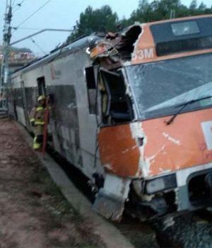 Descarriló tren en Barcelona: 1 muerto y 49 heridos