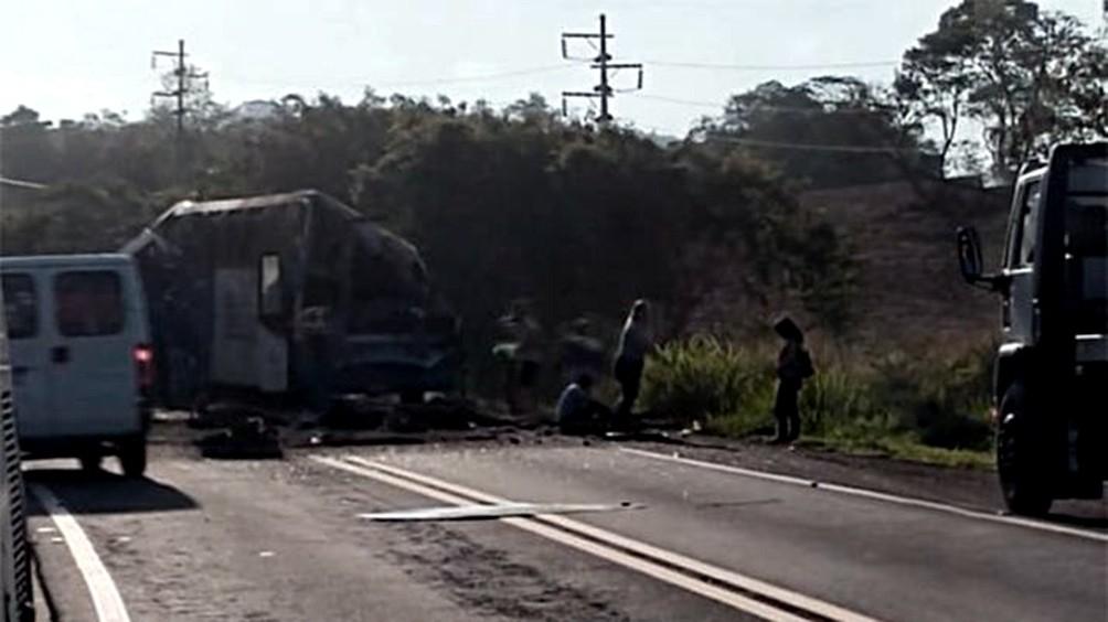Brasil: al menos 37 muertos y 15 heridos al chocar un ómnibus contra un camión