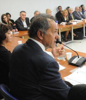 Diputados votan ley contra barrabravas