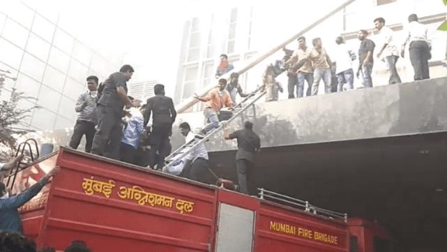 Seis muertos y más de 100 heridos en incendio de un hospital en India